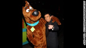Casey Kasem poses with Scooby Doo. He was the voice of \