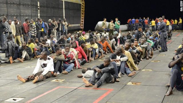 Los marines estadounidenses rescatan a 282 inmigrantes africanos en el Mediterráneo