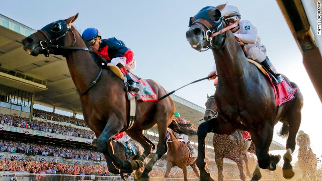 Tonalist, left, riddent by Joel Rosario, edges out Commissioner with Javier Castellano at the finish line.