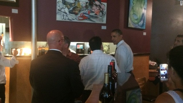 Obama makes an unannounced trip to grab a burger