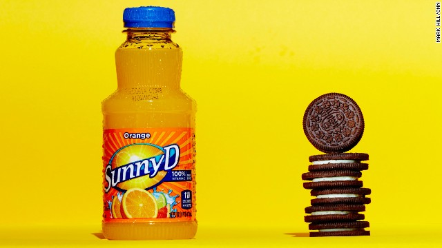 Juice: Sunny D Original. A 16-ounce bottle of SunnyD Original contains 28 grams of sugar. Each these six Oreos contains about 4.6 grams of sugar.