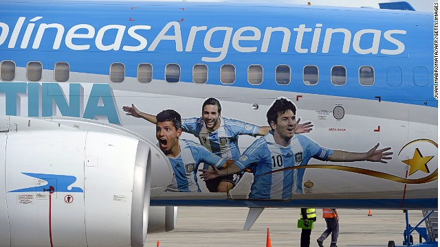 """Vamos Argentina"" says the Aerolineas Argentinas Boeing 737. It also sports the I-just-scored-a-wondergoal expressions of Lionel Messi, Gonzalo Higuain and Sergio Aguero."