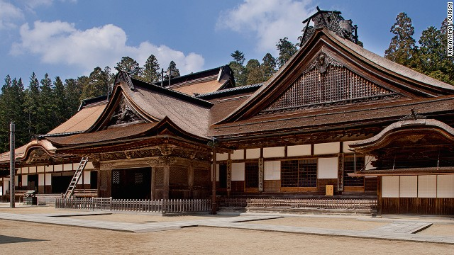 Kongobuji Temple is the headquarters for Shingon Buddhism, which has more than 4,000 temples and missions throughout Japan and overseas.