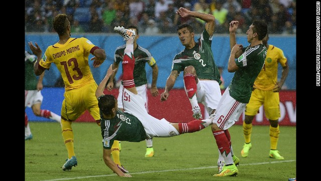 Choupo-Moting and three Mexican players compete for the ball.