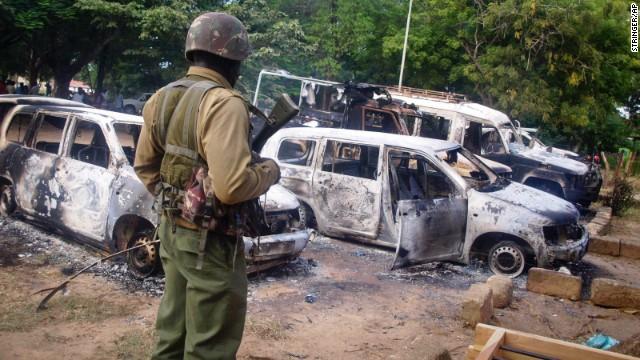 Hombres armados matan a decenas de personas en una ciudad costera de Kenya