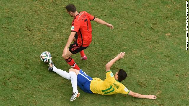 Oscar tackles Miguel Layun of Mexico.