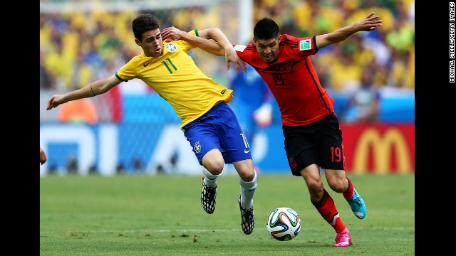 Oscar challenges Peralta.