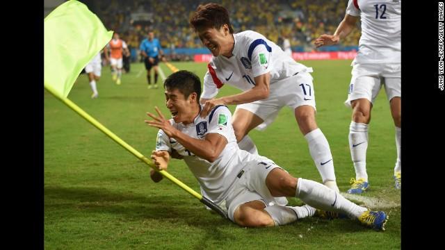 1ff2cd123 World Cup  Brazil fails to shine against Mexico - CNN.com