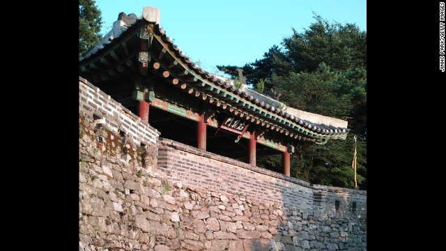 Designed as an emergency capital for the Joseon dynasty (1392-1910) near Seoul, South Korea, Namhansanseong is an excellent example of a fortified city built by Buddhist soldier-monks.
