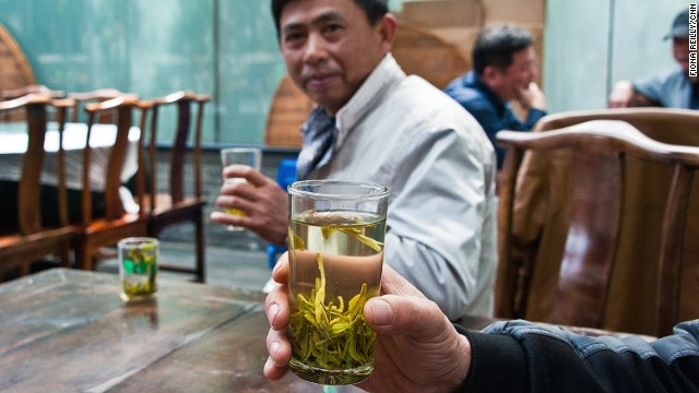 Amid temples, pagodas and gardens that line the shores of nearby West Lake, you'll find many small tea houses serving longjing tea.
