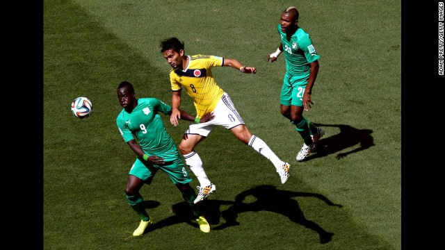 Aguilar, center, competes for the ball with Cheick Tiote of the Ivory Coast.