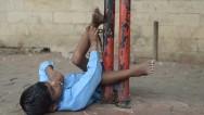 Nueva vida para niño hindú que vivía atado
