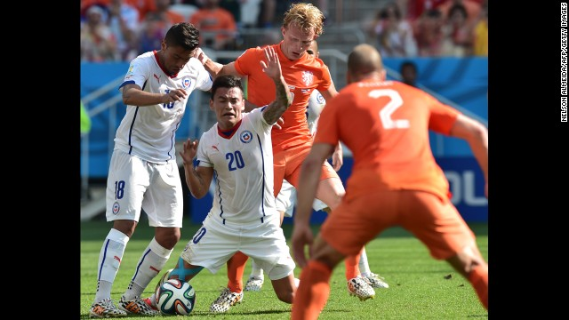 Chile defender Gonzalo Jara, left, and midfielder Charles Aranguiz compete with Netherlands defender Daley Blind.