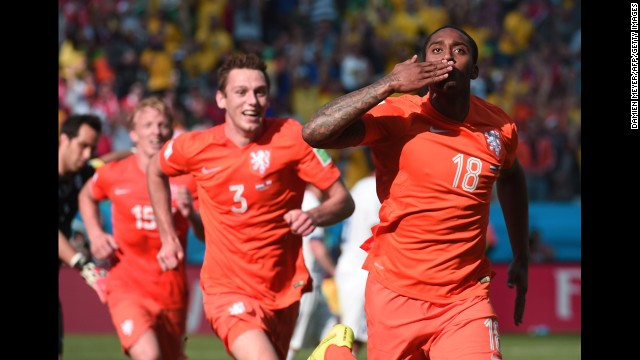 Netherlands midfielder Leroy Fer celebrates scoring the team's first goal against Chile.
