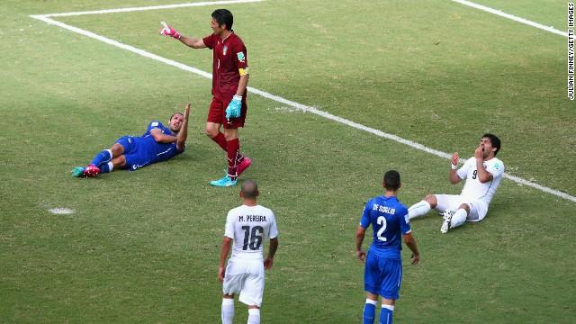 Luis Suárez vuelve a causar polémica