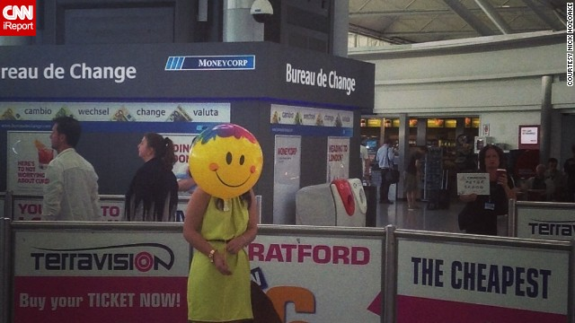 Sometimes, the most entertaining part of traveling is observing your fellow man. While at London's Stansted Airport, passenger Nick Holyoake took a shot of a woman he observed posing with a smiley face balloon.