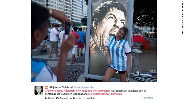 Una foto de Luis Suárez se vuelve atracción turística en Río de Janeiro