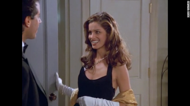 "<strong>Amanda Peet </strong>is in season eight as Jerry's date to the Tonys. Peet plays a waitress named Linette who has a male roommate (who she is also probably seeing on the side). Eventually Linette starts to date Jerry exclusively but her active lifestyle gets to Jerry. Peet's reputation got a boost playing Marin in ""Something's Gotta Give"" opposite Jack Nicholson and Diane Keaton."