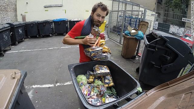 Tour de la basura: un francés lucha contra el desperdicio de comida en su viaje por Europa