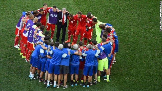 Swiss coach Ottmar Hitzfeld huddles with his players prior to the start of extra time.