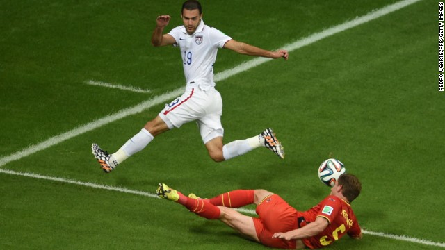 Zusi and Vertonghen compete for the ball.