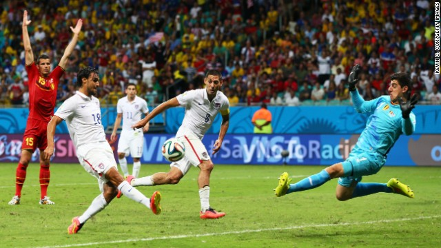 Wondolowski, left, misses a chance late in the second half.
