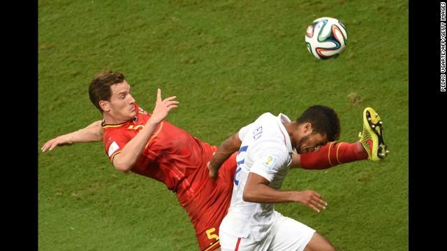 Vertonghen kicks the ball away from U.S. defender DeAndre Yedlin.