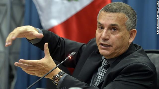 Ministro del Interior de Perú es procesado por el asesinato de un periodista en 1988
