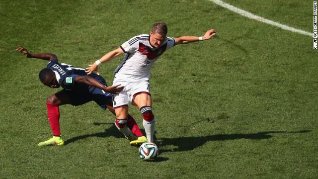 Matuidi, left, challenges Schweinsteiger.