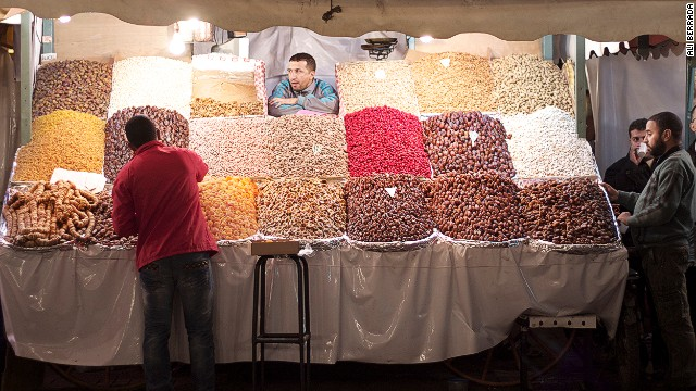 When taking photos in Marrakech, it's easy to get close to people in the main square, Jemaa el-Fna, but photographers shouldn't be surprised if they get asked for money in exchange for their masterpiece.