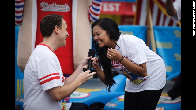 Chestnut proposes to his longtime girlfriend, Neslie Ricasa, before the contest.