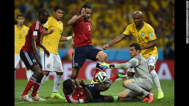 Colombian captain Mario Yepes (No. 3) tries to kick the ball past Brazilian goalkeeper Julio Cesar.