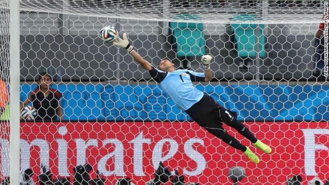 Real Madrid confirma el fichaje del portero costarricense Keylor Navas