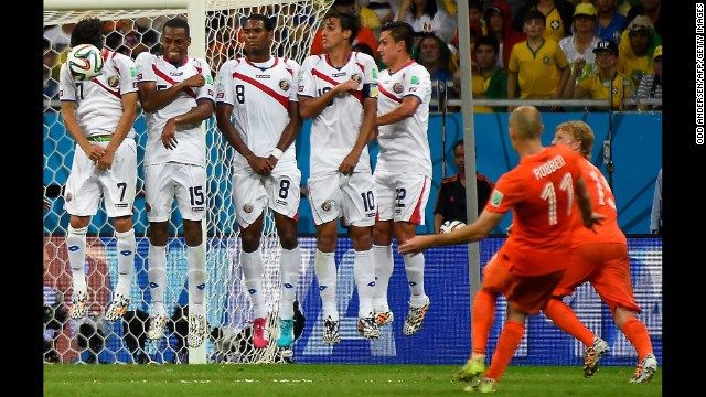 Netherlands forward Arjen Robben, second right, shoots a free kick toward Costa Rica's wall.