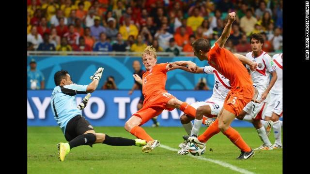 Navas, Neuer y Romero buscan el Guante de Oro del Mundial