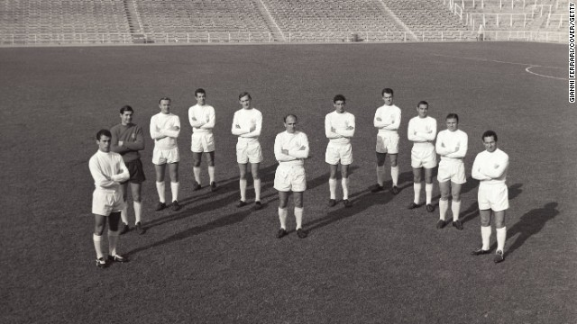 Di Stefano poses with the whole team in 1963 at the Bernabeu. He was the team's honorary president from 2000 until his death.