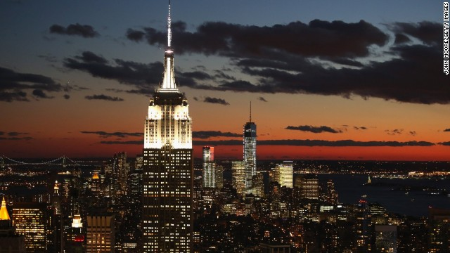 """<strong>3. New York.</strong> Star-crossed lovers Tom Hanks and Meg Ryan finally meet in New York in """"Sleepless in Seattle."""" The famous rendezvous was set at the Empire State Building."""
