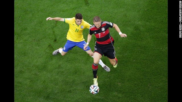Oscar challenges Schweinsteiger.