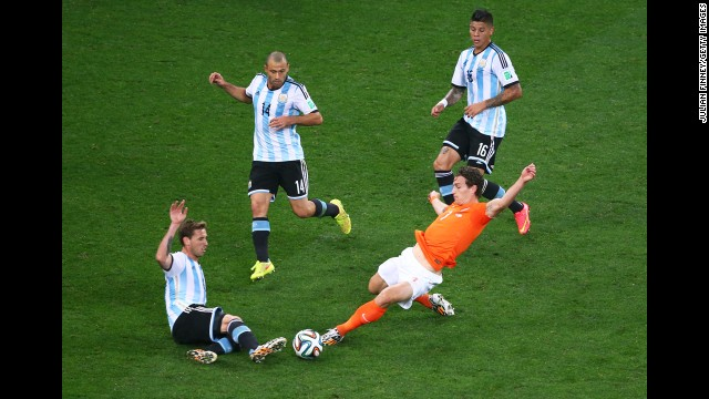 Daryl Janmaat of the Netherlands challenges Lucas Biglia of Argentina.