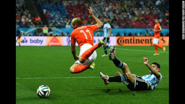 Arjen Robben of the Netherlands is tackled by Martin Demichelis of Argentina.