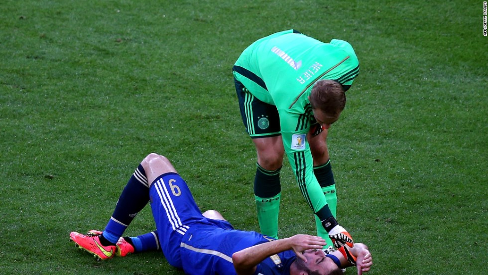 Polémico choque entre Higuaín y Neuer