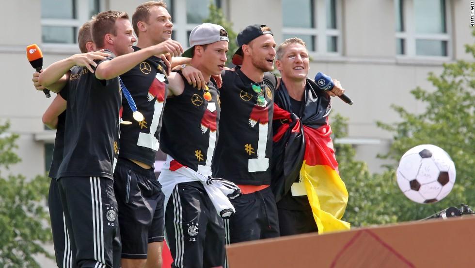 Los campeones del mundo llegan a casa