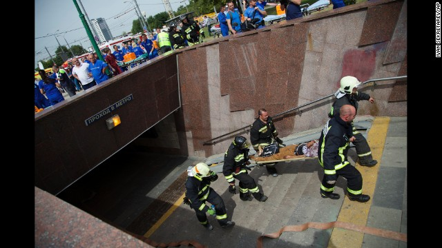 Photos: Moscow train derailment