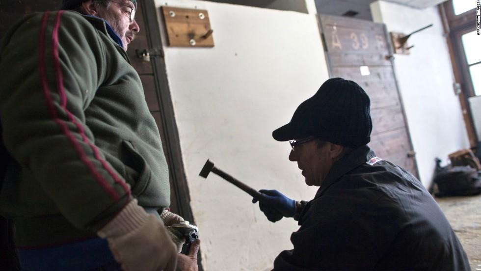 Herradores: Maestros de la forja y los cascos