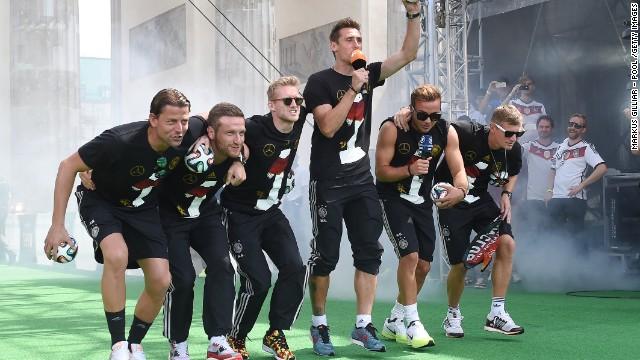 Cántico de celebración de los alemanes genera polémica