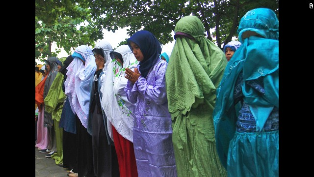 Students attend a prayer on July 18 in Central Java, Indonesia, for their teacher John Paulissen, who was a passenger on Flight 17.