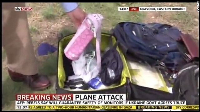 http://i2.cdn.turner.com/cnn/dam/assets/140721030310-sky-news-mh17-luggage-story-top.jpg