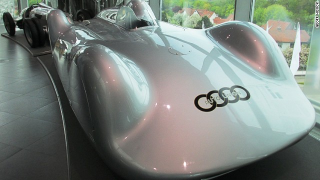 German driver Bernd Rosemeyer took the V16 Streamliner to a speed of more than 400 kmh on the Frankfurt-Darmstadt autobahn in October 1937.