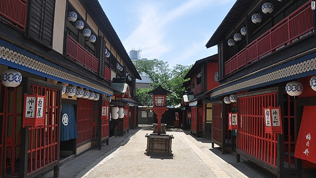 A recreation of Yoshiwara Street, the red light district of Edo (now Tokyo). The Toei Kyoto Studio Park version has replicas of seven types of women's quarters.
