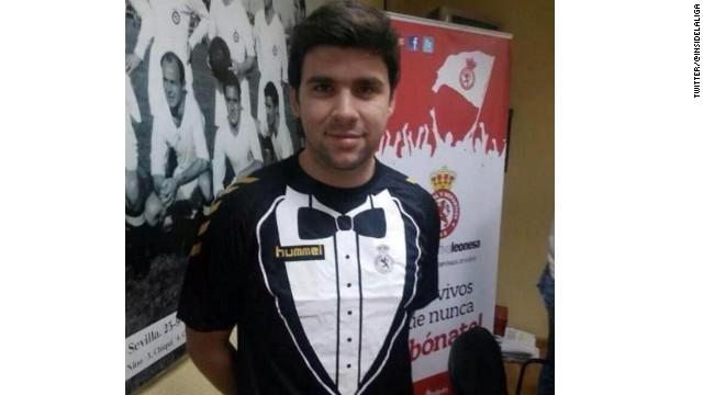 El uniforme de un club de segunda división de España parece un esmoquin